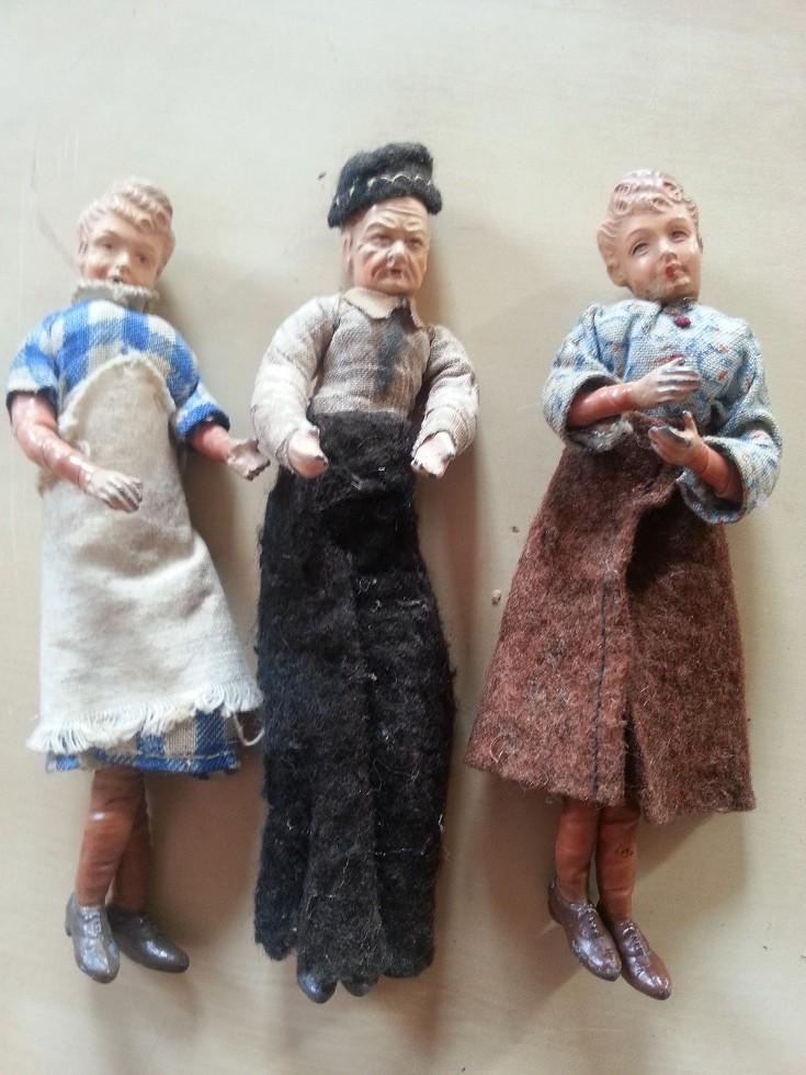 Alte Puppenstubenfiguren - Vater, Mutter, Küchenhilfe