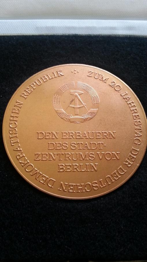 Medaille den Erbauern des Stadtzentrums von Berlin zum 20. Jahrestag der DDR - 1969