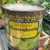 Deutsche, eßt nur deutschen Honig!